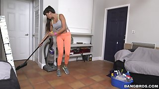 Fake boobs cleaning lady Mercedes Carrera gives a blowjob for money