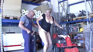 Chunky German mature opens the brush legs to ride a large manhood