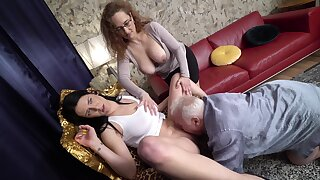 Amateur mature couple invited over a younger hooker be advantageous to a threesome