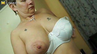 British mature mom with big tits and ass