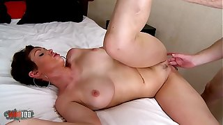 Huge tits milf from Australia : Yasmin Scoot hard fucking video