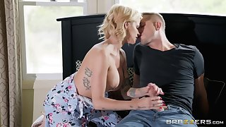 Take charge blonde Joslyn James is the real master of fuck and a blowjob