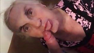 una delle migliori donne anziane che succhia un cazzo