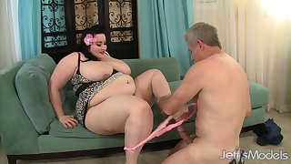 SBBW gets it on - big magnificent woman porn coupler