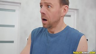 Erik Everhard fucked busty MILF Bon-bons Alexa just about hard way