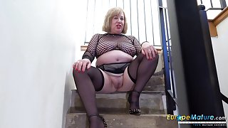 Old BBW cleans up say no to pee from the a step at a time after masturbating