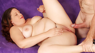 Powered Fat Cougar Kailie Raynes Gets Her Tits Sprayed After a Good Drilling