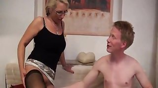 Deutsch milf just loves squarely when she gets in all directions a new relationship.