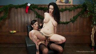 Hot tranny Venus Lux hooks light on sexy complain Arabelle Raphael