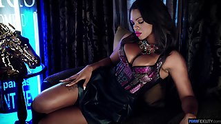 Breathtaking bosomy lady in sexy lingerie Halle Hayes loves teasing her clit